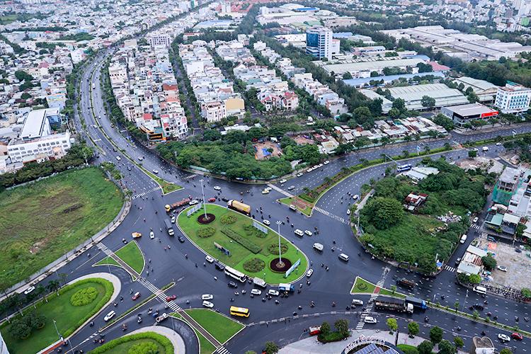 Thành phố đặt mục tiêu 35% dân số sử dụng giao thông công cộng để giảm ùn tắc trong tương lai. Ảnh: Nguyễn Đông.