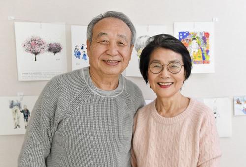 Ông Chan Jae Lee và bàMarina. Ảnh: Hyperallergic
