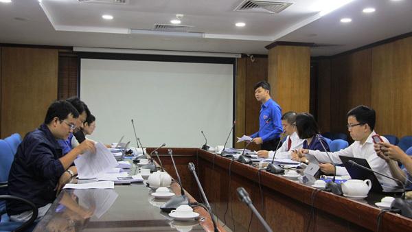 Ban giám khảo chấm thi vòng sơ khảo.