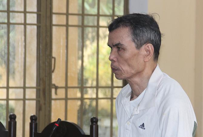 Bị cáo Văn Quý Phương tại phiên sơ thẩm ngày 8/11. Ảnh: Đắc Thành.