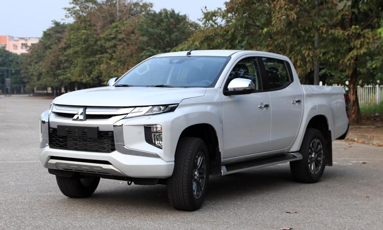 Mitsubishi Triton bản cao cấp 865 triệu, đấu Ranger Wildtrak
