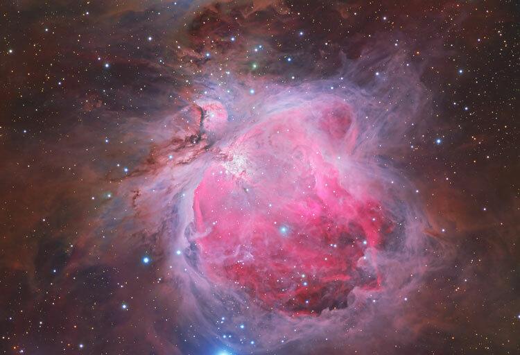 Bức ảnh Tinh vân Lạp Hộ (còn gọi là tinh vân Orion) nằm trong chòm sao Lạp Hộ. Tinh vân Orion cách chúng ta 1.600 năm ánh sáng và là một trong những tinh vân sáng nhất có thể nhìn được bằng mắt thường. Bức ảnh đạt Top pick của diễn đàn ảnh thiên văn Astrobin. Ảnh: Trần Hạ