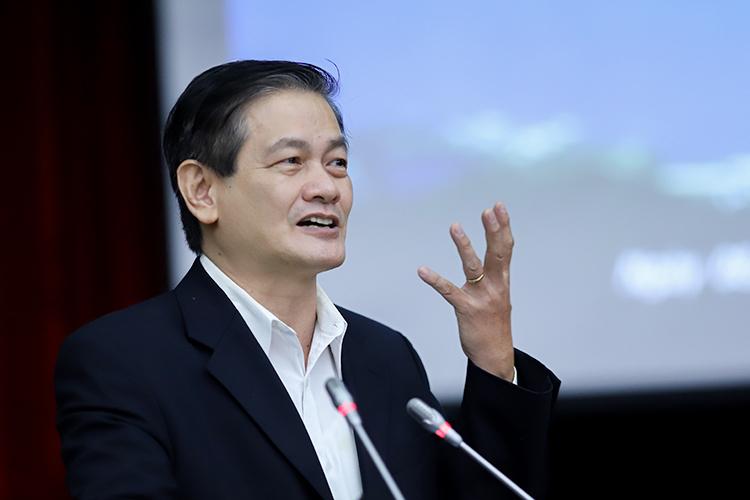 Kiến trúc sư Ngô Viết Nam Sơn nêu ý kiến tại hội nghị. Ảnh: Nguyễn Đông.