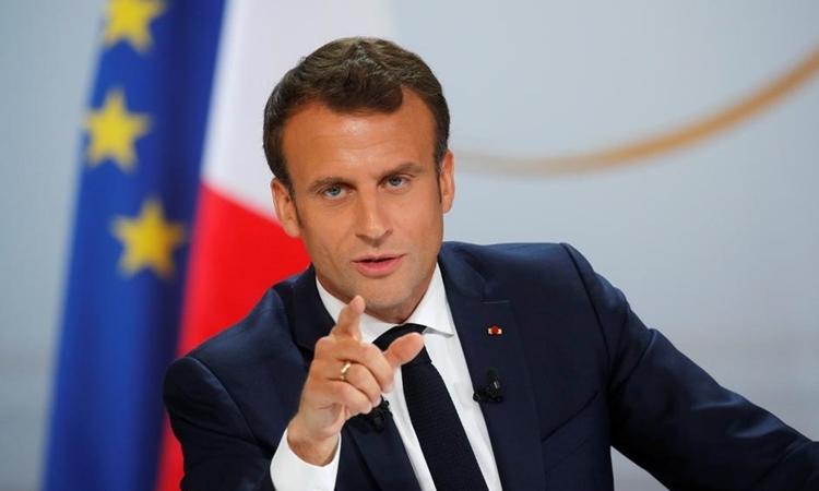 Tổng thống Pháp Emmanuel Macron trong một cuộc họp báotại Cung điện Elysee ở Paris hôm 25/4. Ảnh: Reuters.