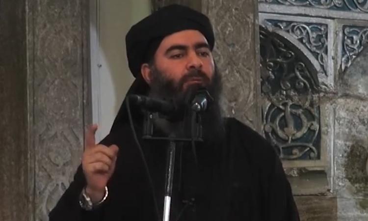 Abu Bakr Al Baghdadi tại giáo đường ở Iraq năm 2014. Ảnh: AFP.