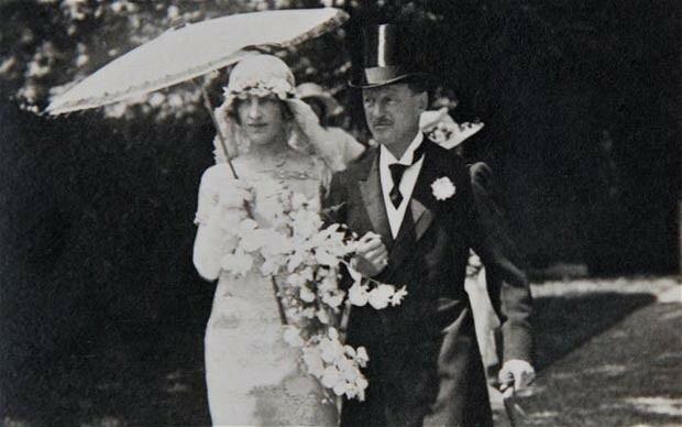 Gladys Marie Deacon và Công tước Charles Spencer-Churchill trong hôn lễ năm 1921. Ảnh: Telegraph.