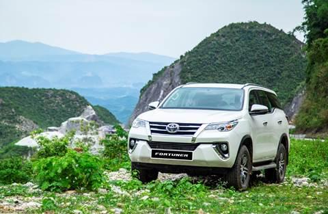 Toyota Fortuner trong chuyến trải nghiệm tại vùng núi Tây Bắc.