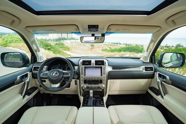 Nội thất Lexus GX 460 phiên bản mới tại Việt Nam.