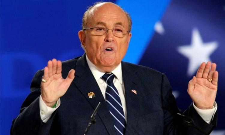 Luật sư của Tổng thống Mỹ Trump, Rudy Giuliani phát biểu ở Albania hồi tháng 7. Ảnh: Reuters.