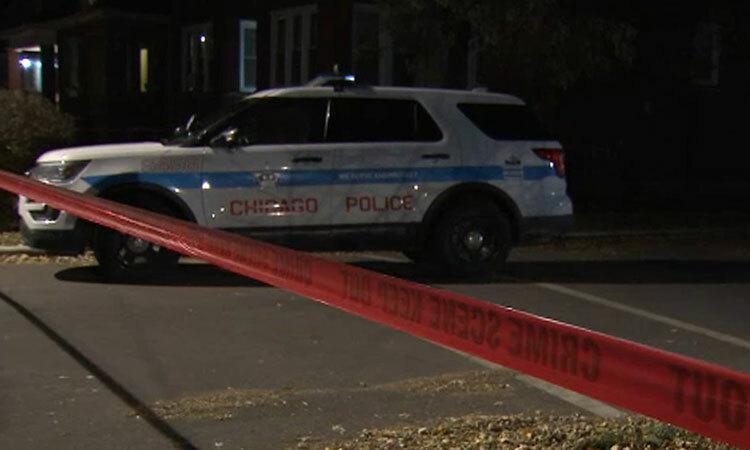 Xe của cảnh sát Chicago trên một con phố ngày 27/5. Ảnh: Fox News.