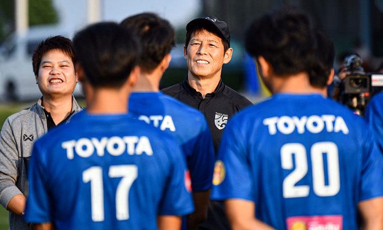 Đội tuyển Thái Lan đang tập cùng đội U22 nước này tại Buriram. Ảnh: Changsuek.