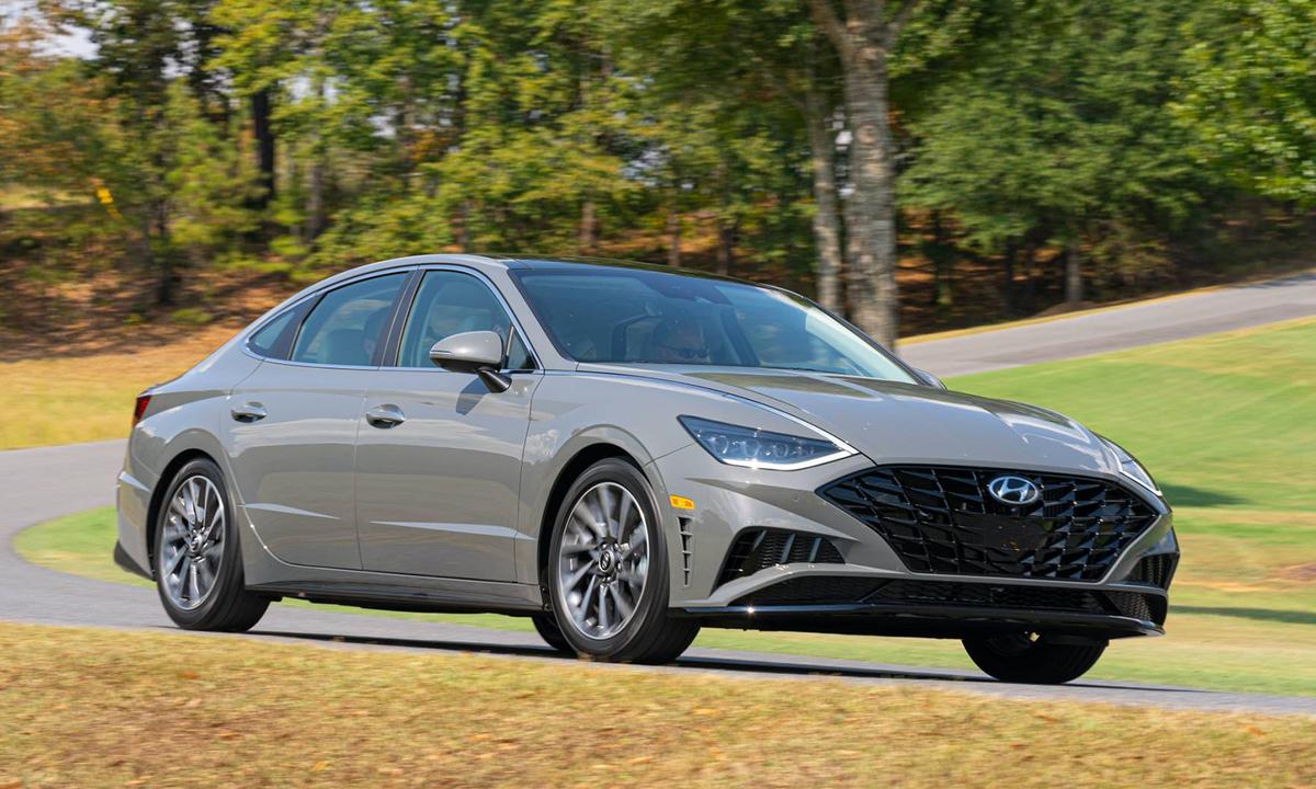 Hyundai Sonata thế hệ mới giá từ 23.400 USD