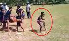 Thần thái siêu phàm của bé trai trong ngày hội của bản làng