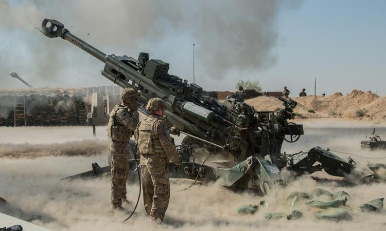 Lính Mỹ bắn pháo hỗ trợ quân đội Iraq trong chiến dịch hồi tháng 9. Ảnh: US Army.