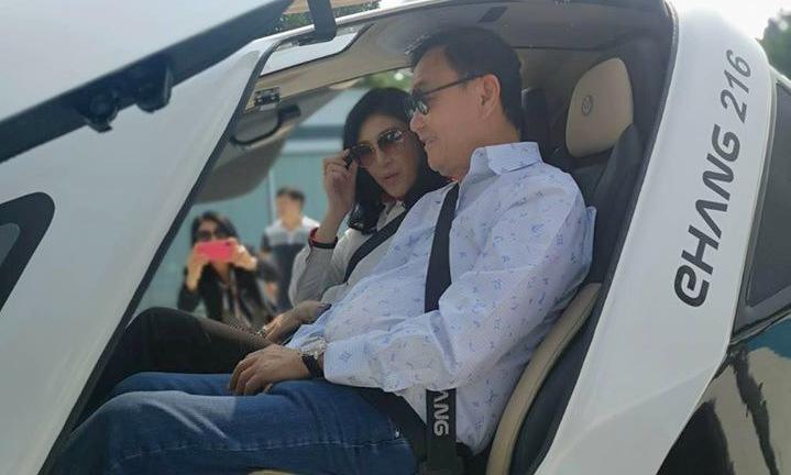 Hai anh em cựu thủ tướng Thái Lantại thành phố Quảng Châu, Trung Quốc. Ảnh: Facebook/Yingluck Shinawatra.