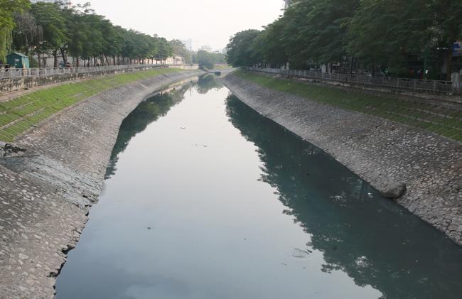 Khu vực thí điểm làm sạch sông Tô Lịch bằng công nghệ Nhật Bản chiều 10/11. Ảnh: Tất Định