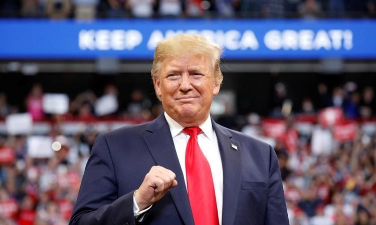 Tổng thống Mỹ Donald Trump phát biểu tại một cuộc vận động tranh cử ở Lexington, Kentucky, ngày 4/11. Ảnh: Reuters.