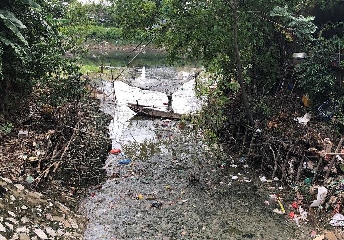 Một đoạn sông Nhuệ chảy qua xã Tả Thanh Oai, huyện Thanh Trì. Ảnh: Ngọc Thành.