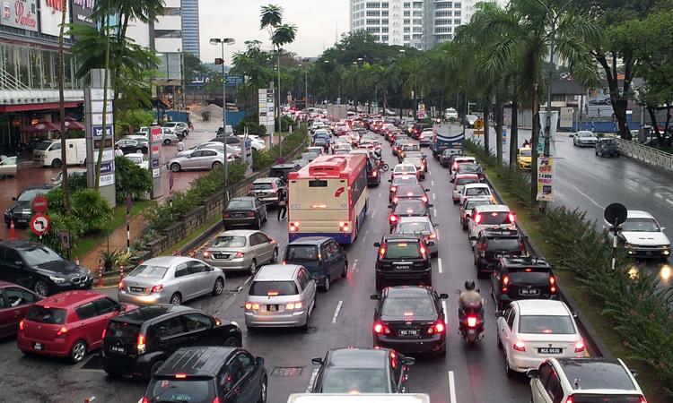 Xe cộ đông đúc giờ tan tầm trên đường phố Malaysia. Ảnh: Paultan