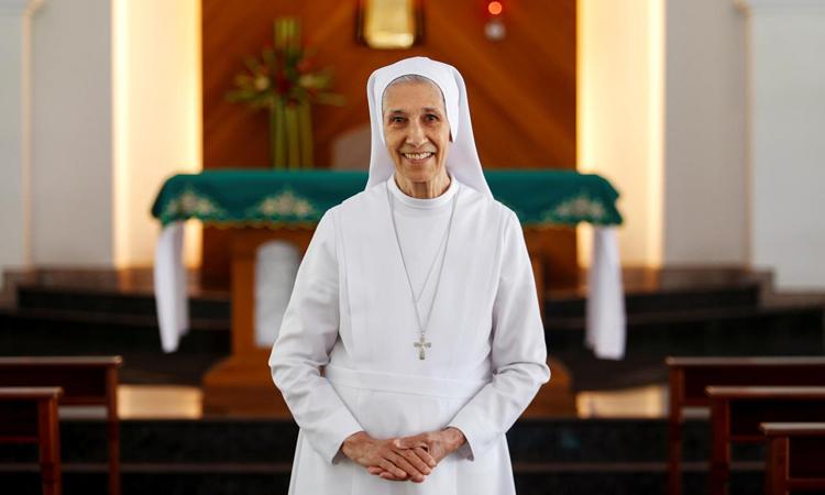 Bà Ana Rosa Sivoritại trường St. Mary ở tỉnh Udon Thani, đông bắc Thái Lan hôm 24/9. Ảnh: Reuters.