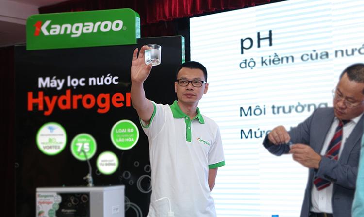 Ông Lại Trung Tùng tại một sự kiện giới thiệu sản phẩm.