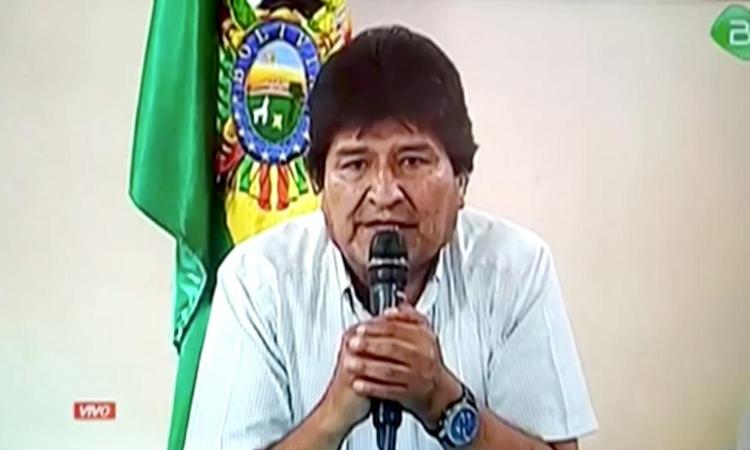 Cựu tổng thống Evo Morales tuyên bố từ chức trên truyền hình hôm 10/11. Ảnh: Reuters.