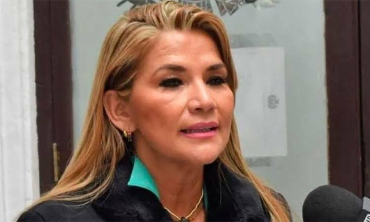 Phó chủ tịch thượng viện Bolivia Jeanine Anez trả lời truyền thông ngày 11/11. Ảnh: Twitter/ laceibaenlinea