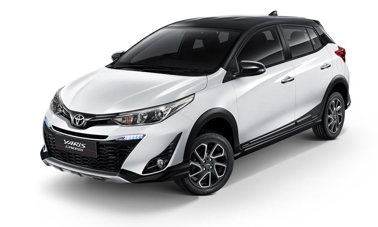 Vios bản crossover, hay Yaris Cross, với nẹp sườn và nóc xe màu đen, vành hợp kim 16 inch hai tông màu. Ảnh: Toyota
