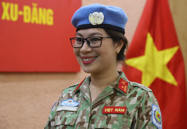 Nữ quan sát viên Việt Nam đầu tiên trong lực lượng mũ nồi xanh