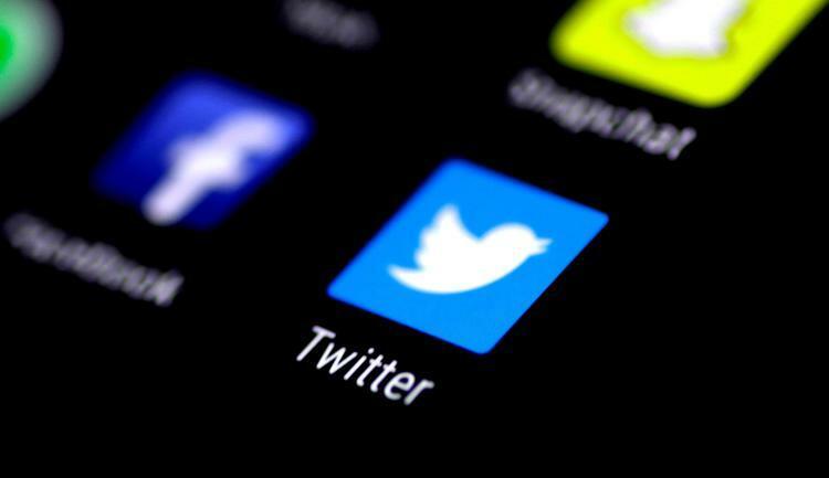Biểu tượng ứng dụng Twitter hiển thị trên màn hình điện thoại người dùng, tháng 8/2017. Ảnh: Reuters.