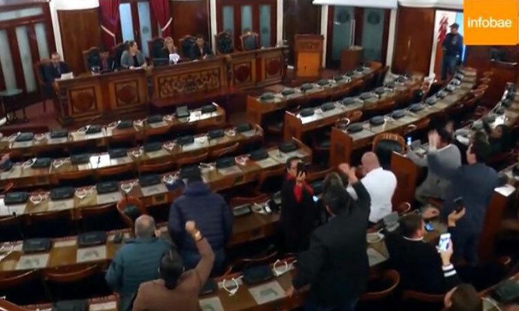 Phiên họp thượng viện Bolivia ngày 12/11, khi Phó chủ tịch Thượng viện Jeanine Anez tuyên bố tiếp quản ghế tổng thống. Ảnh: Eva Golinger/Twitter.