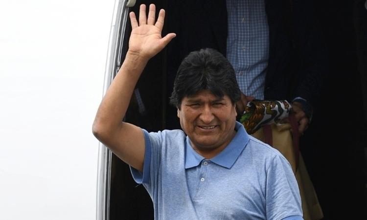 Cựu tổng thống Bolivia Evo Morales đến Mexico ngày 12/11. Ảnh: AFP.