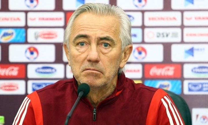 HLV Bert Van Marwijk ở buổi họp báo trước trận gặp Việt Nam, sáng 13/11. Ảnh: Lâm Thỏa.
