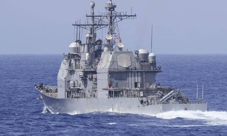Tàu USS Chancellorsville diễn tập trên Thái Bình Dương hồi tháng 3. Ảnh: US Navy.