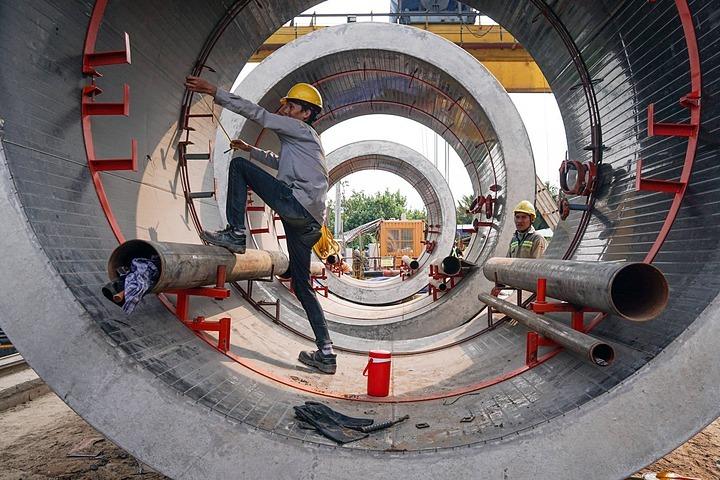 Thi công tuyến cống ngầm lớn nhất TP HCM - một trong các hạng mục thuộc dự án Vệ sinh môi trường TP HCM giai đoạn 2. Ảnh: Quỳnh Trần.