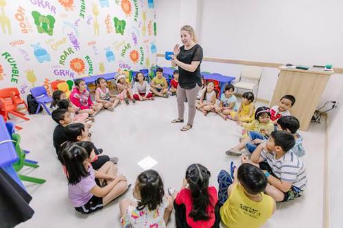 Những hoạt động vui chơi được lồng ghép trong các bài học để các bé tiếp thu chủ động và tự nhiên hơn.