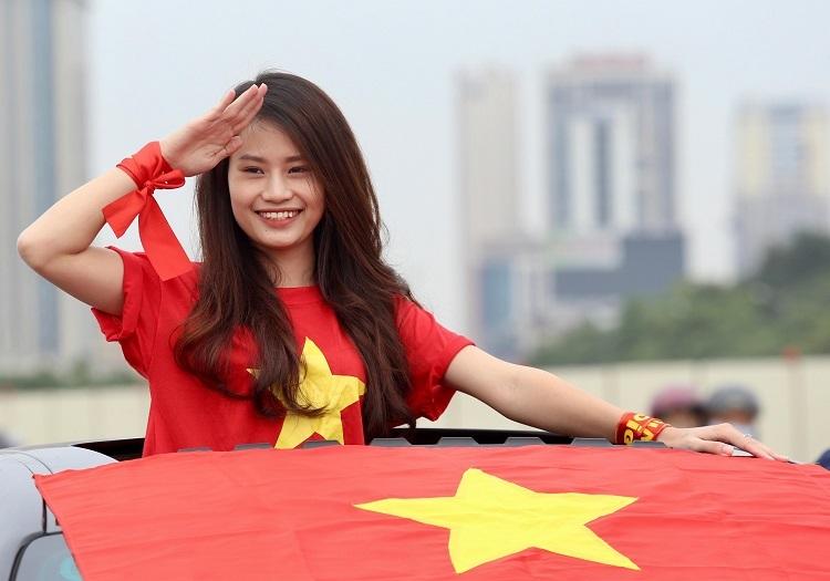 Cổ động viên Đào Thu Thủy dự đoán Việt Nam dành chiến thắng. Ảnh: Gia Chính