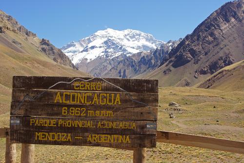 Phong cảnh trong Vườn quốc gia Aconcagua thuộc dãy núi Andes. Ảnh: Shutterstock