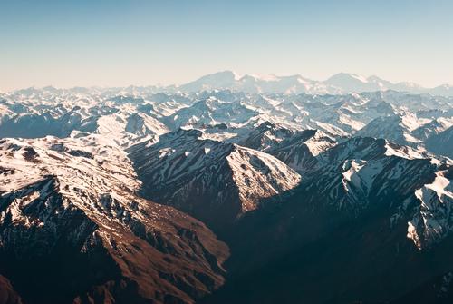 Một phần dãy núi dài nhất thế giới nhìn từ trên cao. Ảnh: Shutterstock