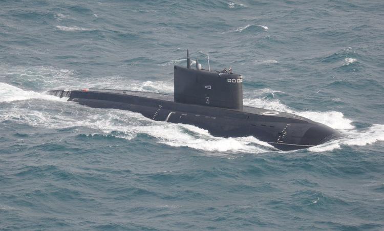 Tàu ngầm Kilo Nga di chuyển trên Biển Bắc hồi năm 2017. Ảnh: Twitter/Rob Kramer.