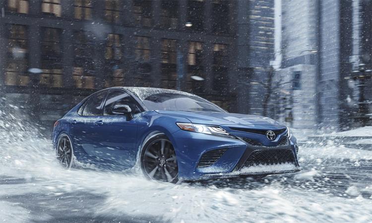 Hệ thống dẫn động 4 bánh giúp tăng độ bám đường, đặc biệt trên những bề mặt khó như sỏi, tuyết. Ảnh: Toyota