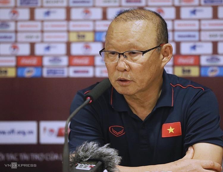 HLV Park Hang-seo trả lời phỏng vấn sau trận đấu UAE ở Mỹ Đình. Ảnh: Ngọc Thành.