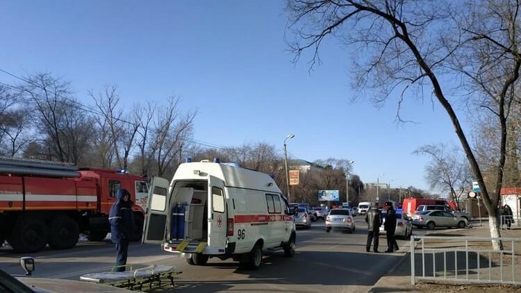 Xe cứu thương đậu gần nơi xảy ra vụ xả súng xảy ra hôm nay ở thành phố Blagoveshchensk, vùng Viễn Đông, Nga. Ảnh: RT.