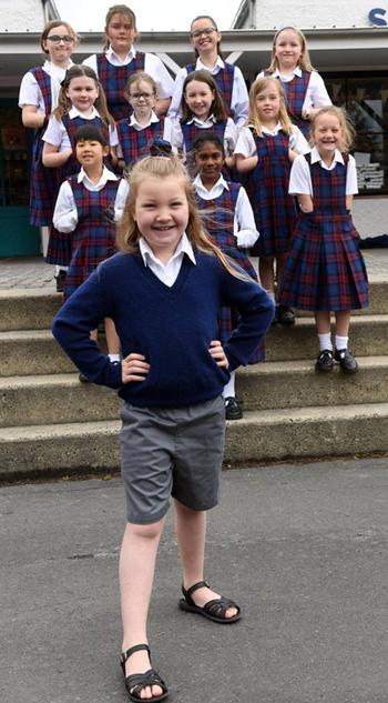 Kayleigh Dryden mặc quần soóc vào ngày 8/11. Ảnh: Otago Daily Times.