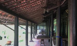 Nhà cổ trăm cột bằng gỗ quý