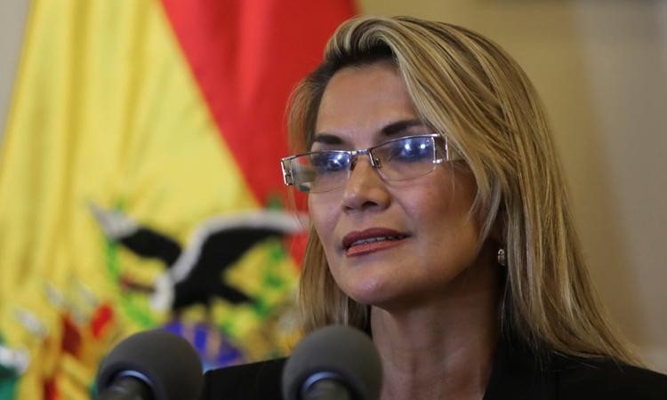 Tổng thống lâm thời Bolivia Jeanine Anez phát biểu trong buổi họp báo tại tòa nhà tổng thống ở thủ đô La Paz hôm 13/11. Ảnh: Reuters.