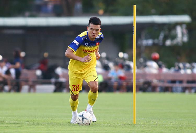 Ngô Hoàng Thịnh cho biết HLV Park Hang-seo chưa cho các cầu thủ xem băng hình để phân tích lối chơi của UAE và Thái Lan. Ảnh: Lâm Thoả