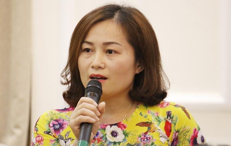 Cô Nguyễn Thị Thoa chia sẻ tại buổi gặp mặt chiều 15/11. Ảnh: Thanh Hằng