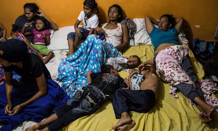 Những người di cư ở chung tại nhà của Carcelen. Ảnh: Al Jazeera.