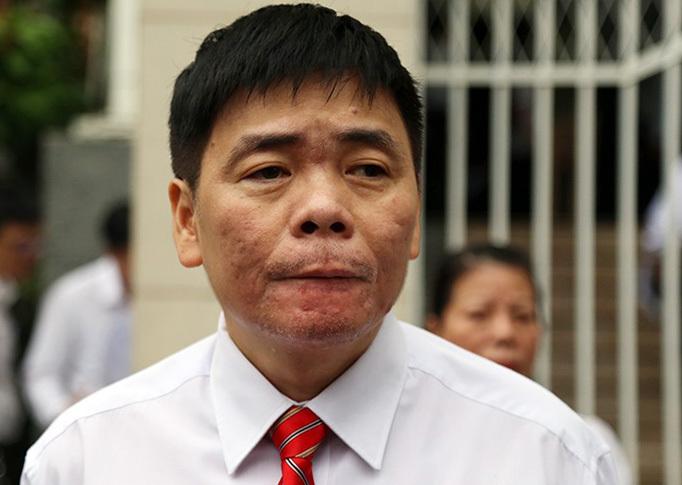 Luật sư Trần Vũ Hải trước phiên xét xử hôm 13/11. Ảnh: Xuân Ngọc.